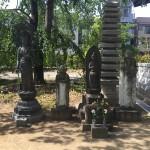 江戸川区のお寺のお地蔵さんを並べました/囲いを作りました