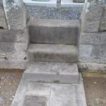 お墓の急な階段を少し緩やかにしました