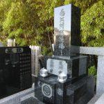 家名と正面文字の彫刻をさせていただきました。江戸川区のお寺様墓地にて