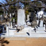 たくさんの落ち葉の掃除や水はけにお悩みだったお墓の外柵をリフォーム。都立谷中霊園にて
